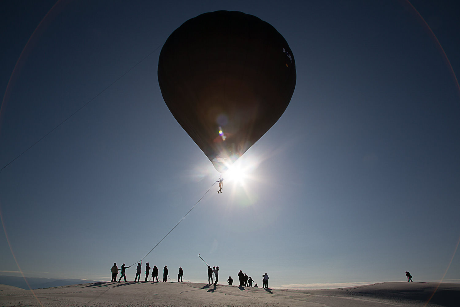 Aerocene launches at White Sands Dunes, 2015. (Credit: Studio Tomás Saraceno, © 2015)