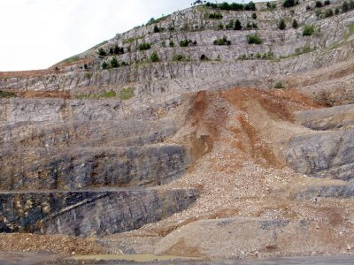 The Italcementi quarry section in northern Italy preserves a record of the end Triassic mass extinction. Major changes in the chemistry of these marine sedimentary rocks are consistent with the effects of ocean acidification occurring at the onset of extinction (Credit: Aviv Bachan)